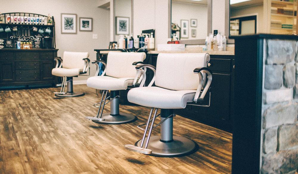 یکی از مهم ترین تجهیزات آرایشگاهی که در هر آرایشگاه باید وجود داشته باشد، صندلی آرایشگاهی است