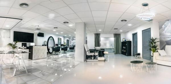 ست آینه و کنسول در طراحی سالن زیبایی